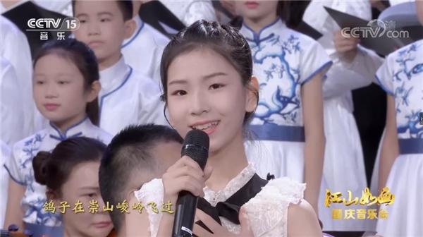 百余位明星齐聚国庆节晚会,李凯稠李昕融父女震撼无数网友