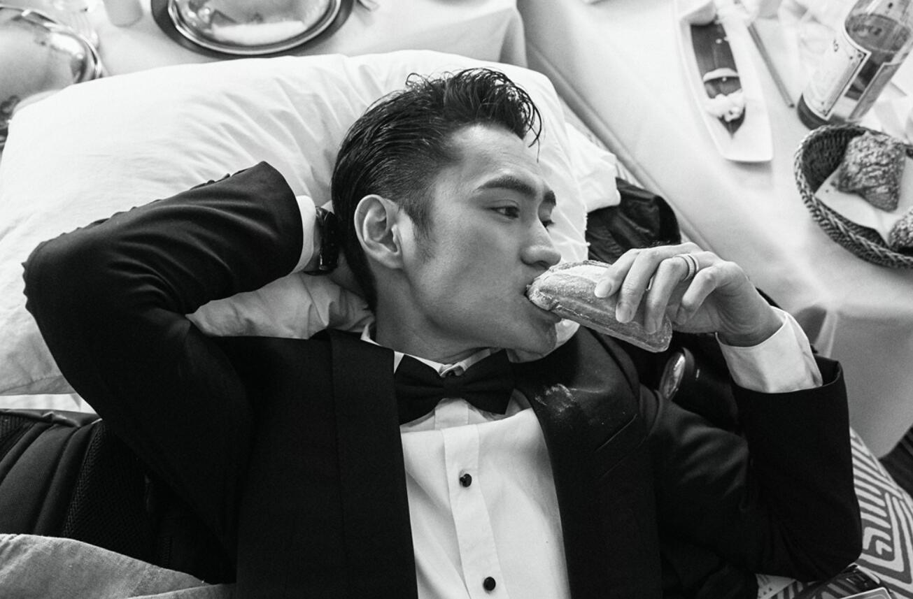 袁弘全新造型亮相戛纳电影节 法式优雅气度不凡