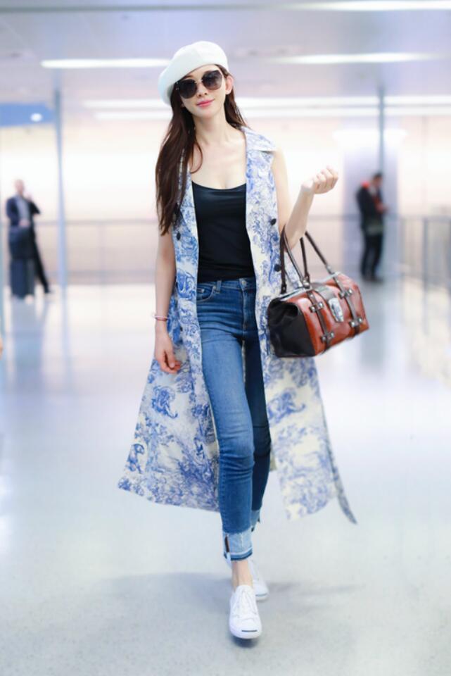 林志玲现身上海机场 画派风自然清爽