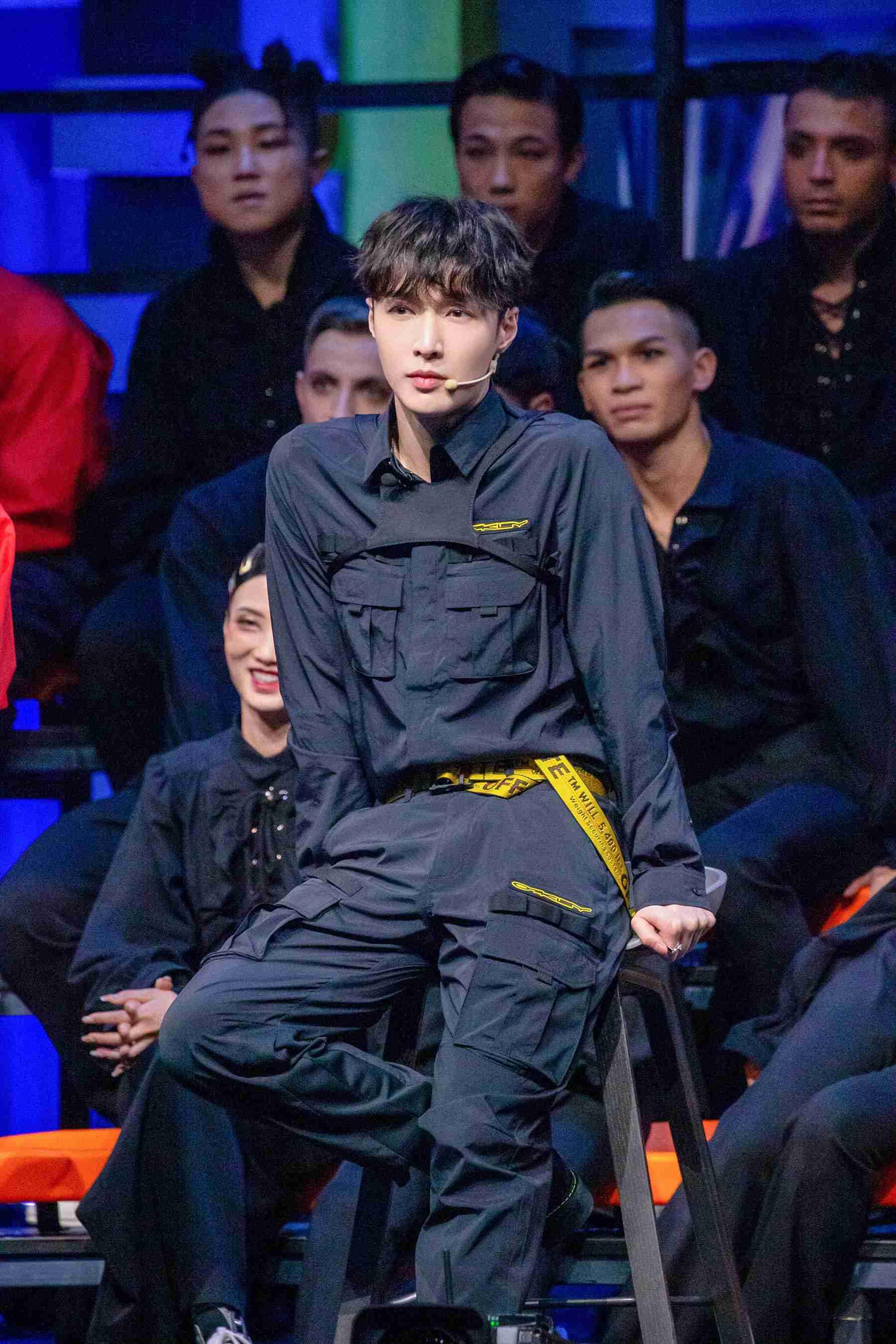 "LAY""核舞者""团队第一场演出惊艳推广国风舞蹈 称之为""泰岛"""