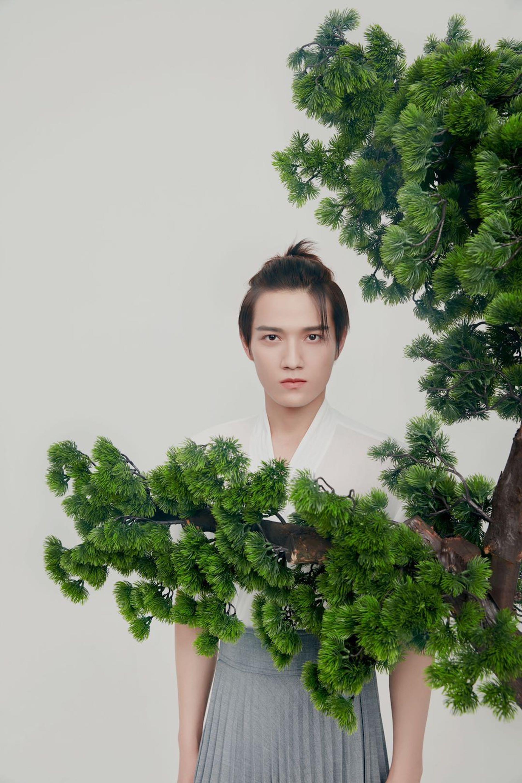 古装励志校园剧《青青子衿》推出《古装脸》刘奕呈漫步唐书