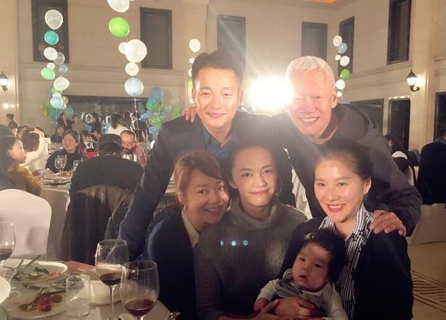 孩子们在同一年的同一天出生在吕秀才和郭芙蓉,这是命运的安排