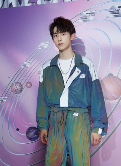 郭俊辰米兰之行化身运动风少年,行走的衣架子带你感受时空之旅