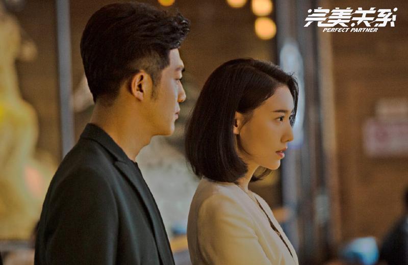 高露与李泽锋拍摄《完美关系》酒店吻戏,狂野背后的紧张