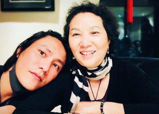 陈坤发博为母亲庆生:谢谢母亲的言传身教