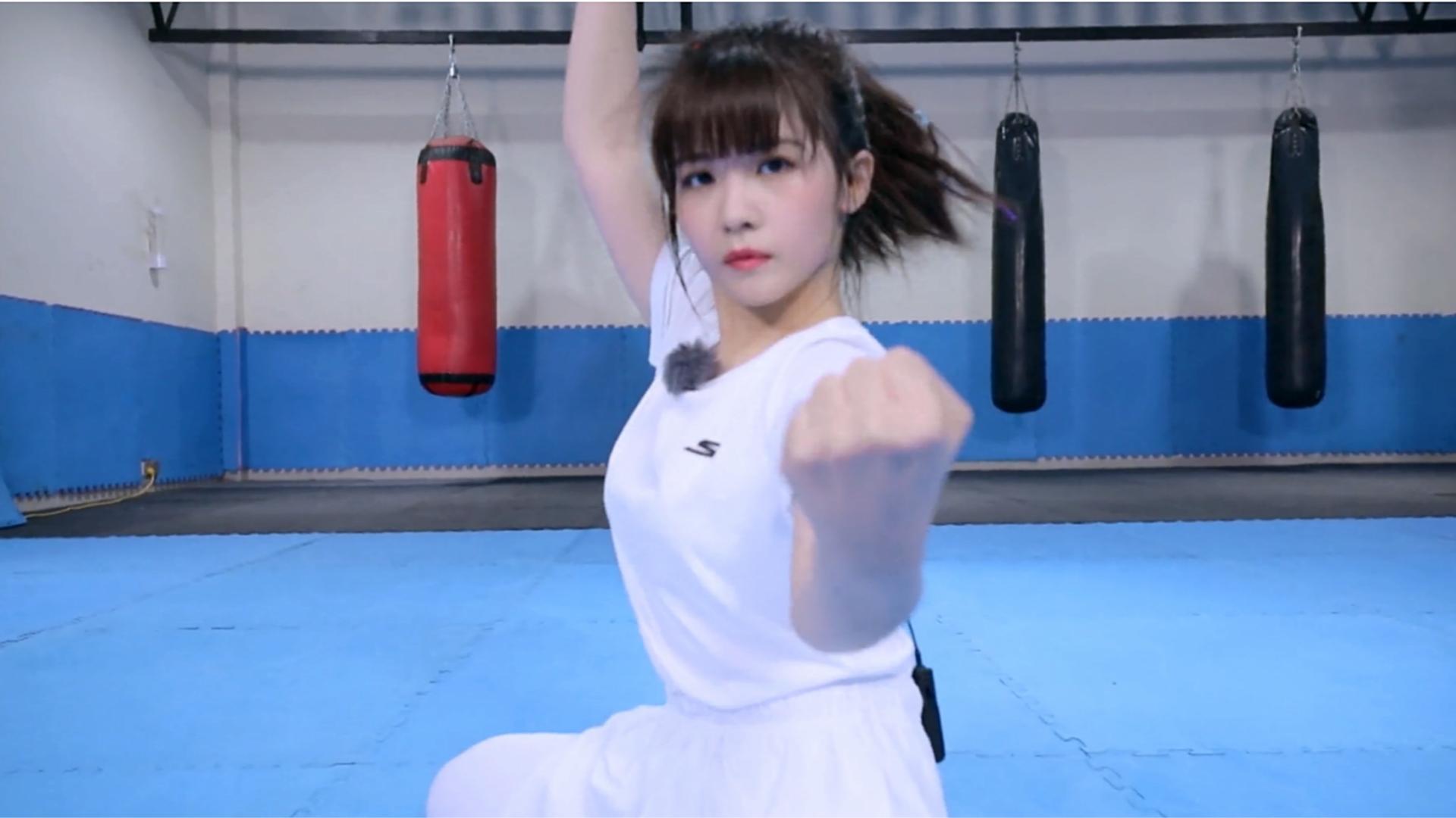《超新星运动会》团体赛阳光秀表演女子武术帅气抢眼