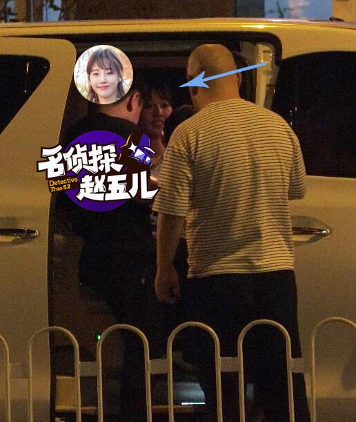 白百何与友人车内合影 妹子兴奋过头狂献飞吻