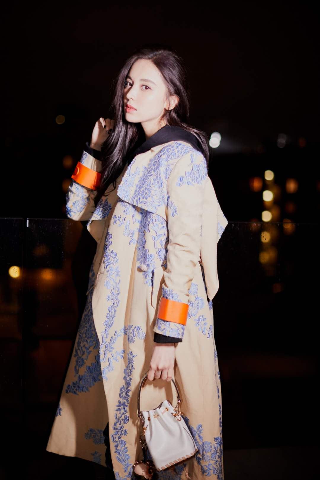 娜扎米兰时装行 诠释优雅女神范儿