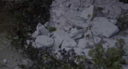 【蜗牛棋牌】到小区送货被天降水泥块砸伤  具体情况后续还待警方进一步调查