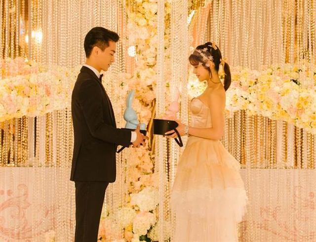 陈晓拥吻陈妍希20秒 两人第一次接吻竟在那里…