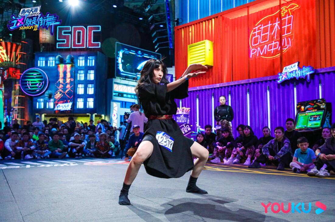 《【摩臣手机客户端登录】《这!就是街舞》第三季首播热度口碑双丰收 队长舞者为爱为战强劲battle》