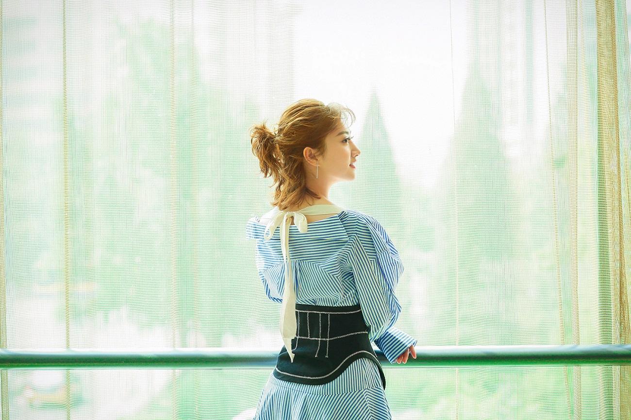 景甜长裙细腰气质出众 满分诠释少女系优雅