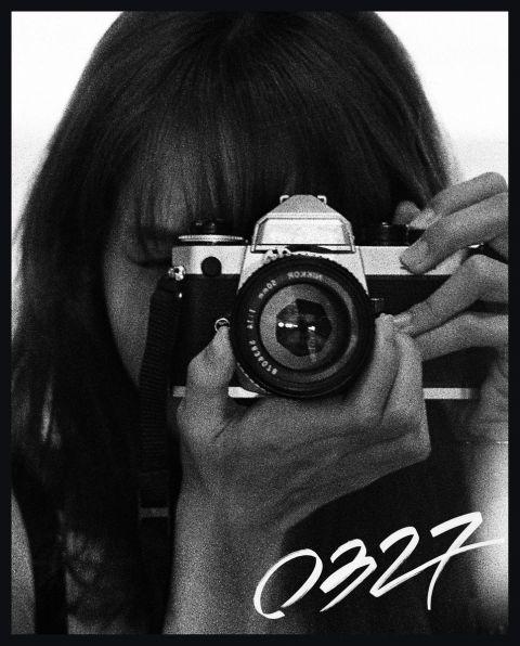 BLACKPINK Lisa 化身摄影师 首本摄影集生日当天发行!