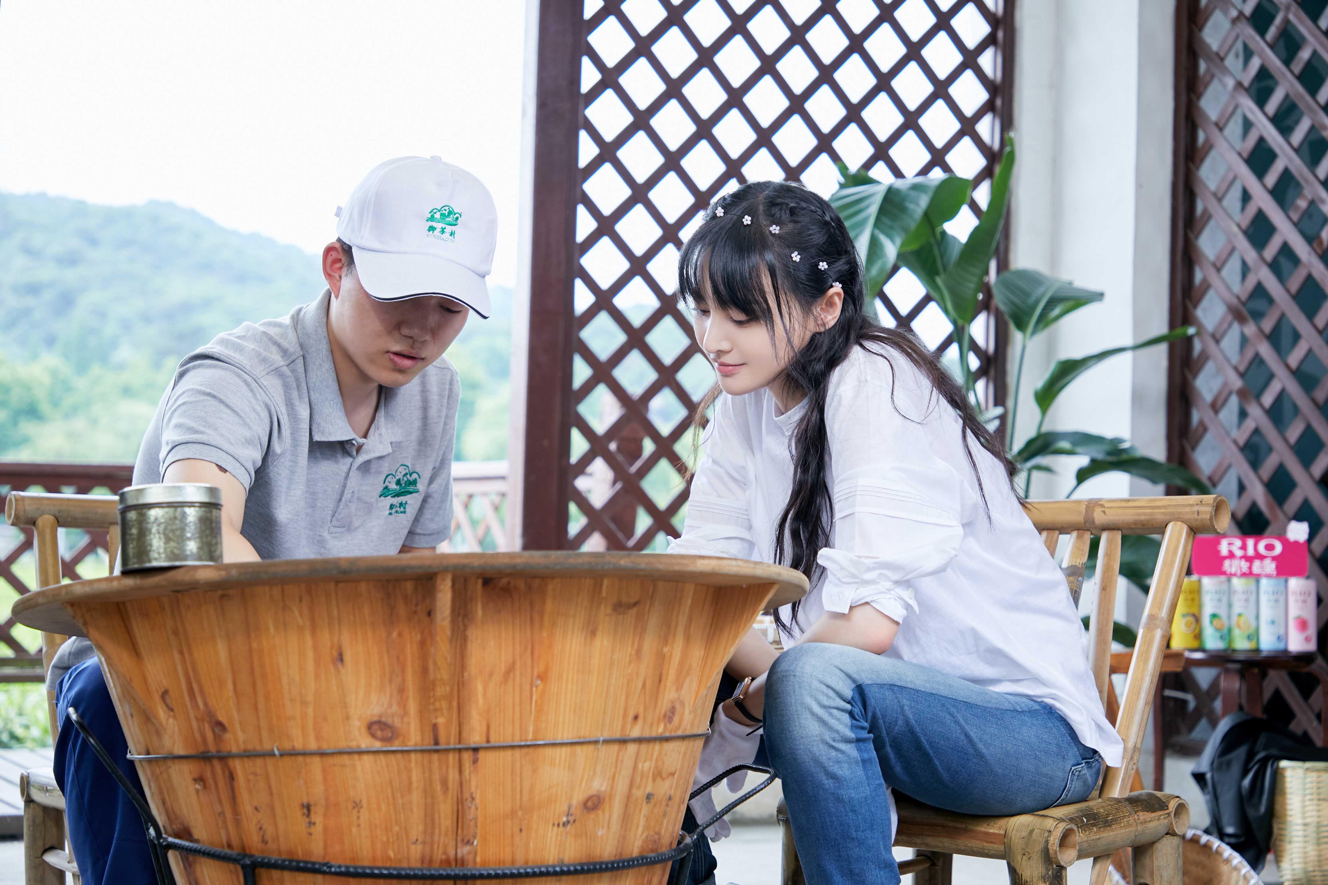 《让生活好看》第一季度结束 郑爽体验茶农生活 许魏洲加入了拍摄小组