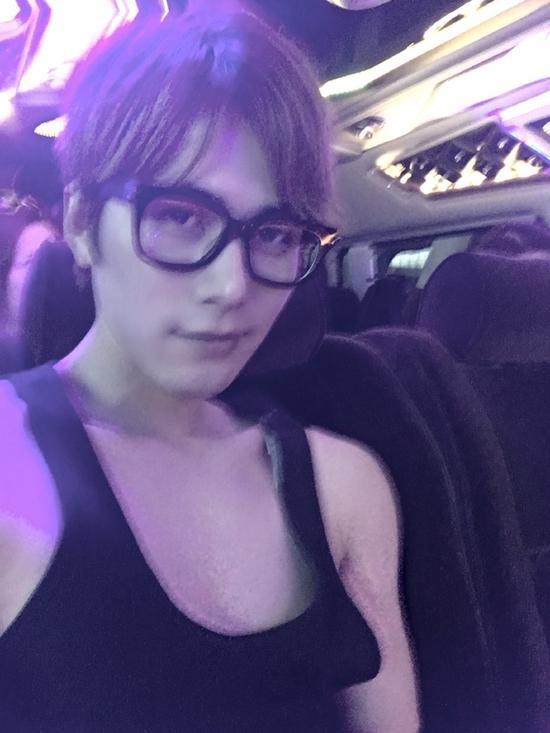 陈学冬迷之自拍胸部激凸 网友:目测D罩杯