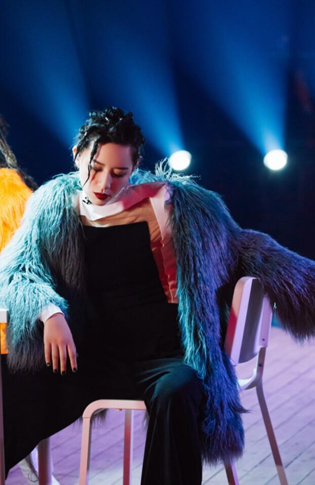 《乘风破浪的姐姐》李斯丹妮·张雨绮·克劳迪娅赢得了第二轮的第一场演出