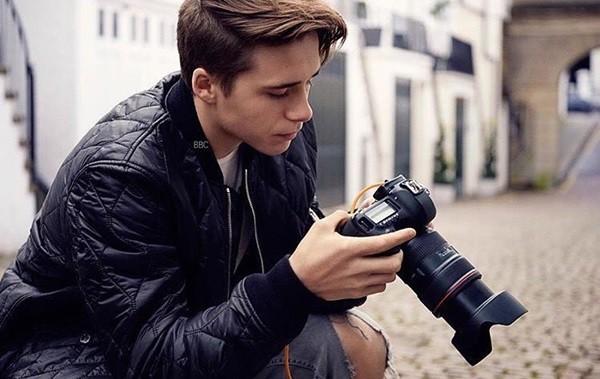 光辉娱乐官方网址贝克汉姆长子9月份将成大学生 主修摄影相关专业