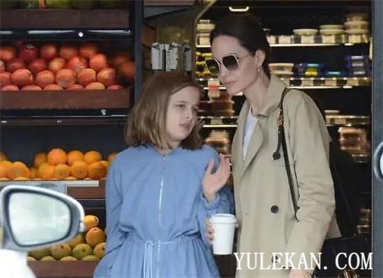 为什么朱莉带女儿出街购物被网友们大骂?