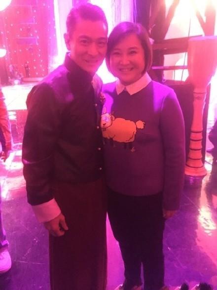 贾玲和刘德华成了闺蜜?连发微博都用天王的iphone