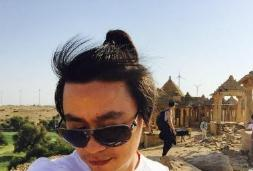 王宝强头扎小辫自拍 网友:一家四口,宝宝最丑