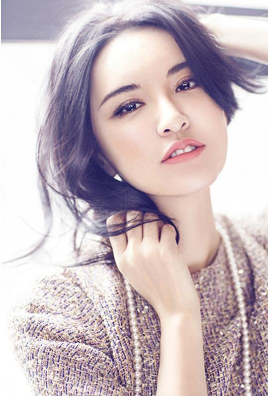 她是选美冠军,李晨发小,自称与黄海波是炮友