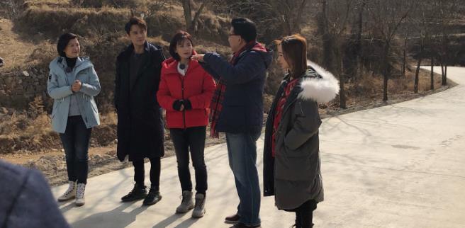 刘涛王凯录制《我们在行动》,体验农活超接地气