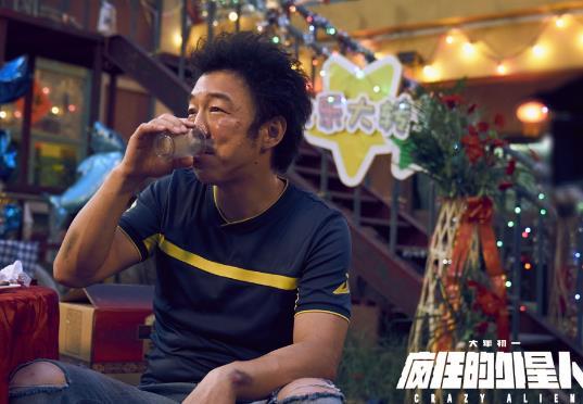 """《疯狂的外星人》曝有码预告 外星人""""奇袭""""黄渤沈腾"""