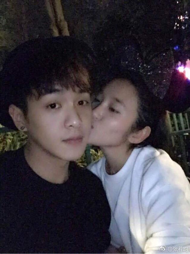 张若昀唐艺昕公开恋情 网友:见证众所周知的秘密