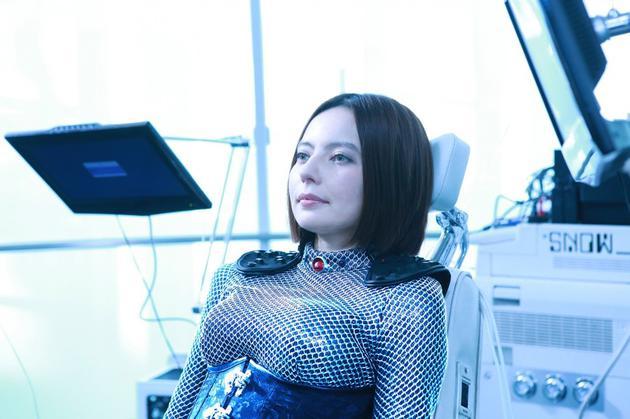 Becky将在电影中分饰两个角色 挑战人类和神秘AI