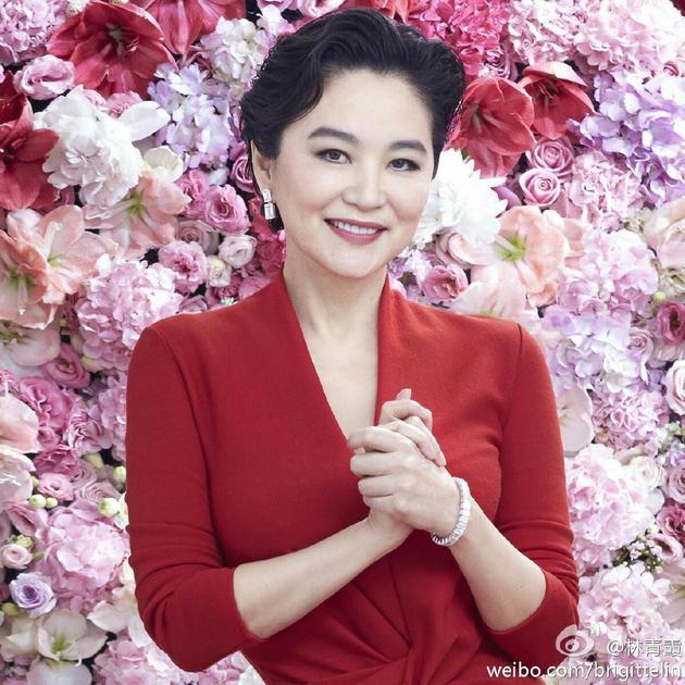 林青霞被曝离婚后首次露面 低调抵台出席首映会
