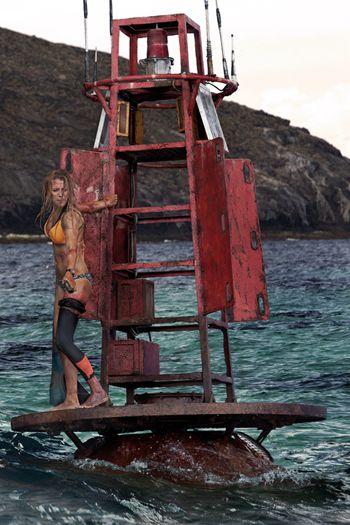 《鲨滩》曝人物特辑 布莱克-莱弗利转型演技爆发