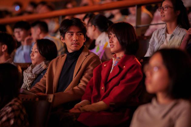 柯佳嬿笑着谈论失恋 这部新电影的宣传歌曲由阎奕格演唱