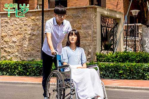 王力宏阿sa进组拍《会痛的十七岁》 徐娇坐轮椅