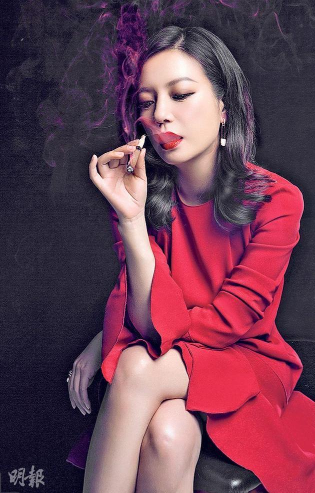 赵薇剧中穿红裙吸雪茄 杜琪峰显温柔