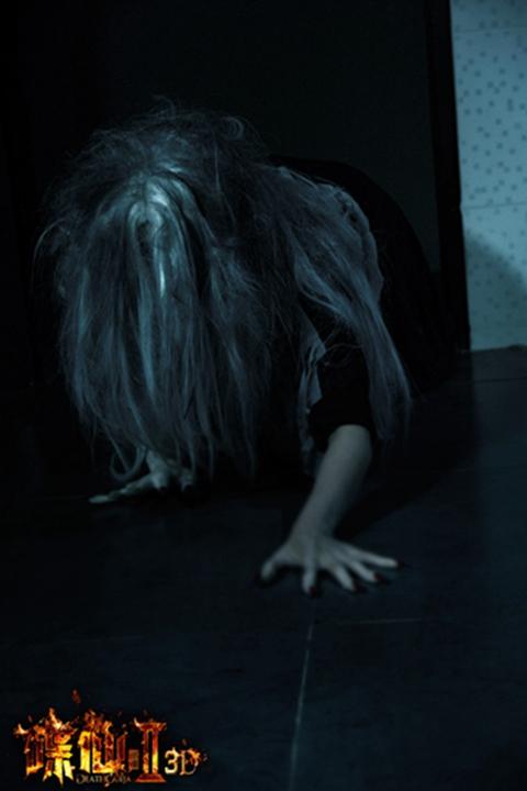 """《碟仙2》曝恶鬼剧照 张韶涵方力申""""爱见鬼"""""""