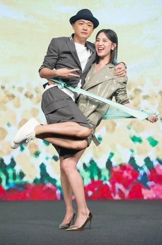 《陆垚知马俐》首映 文章哽咽:紧张到腿发抖