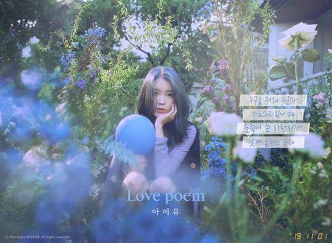 IU 全新主打歌《Blueming》今晚即将登场,预告公开引人期待~!