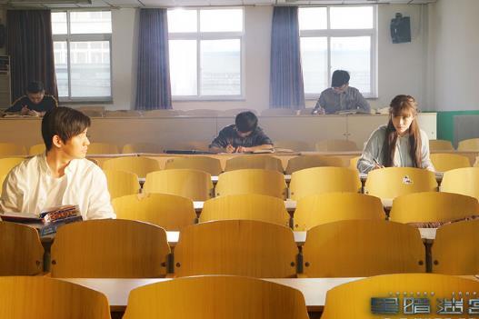 """葛天聂远竟是同学? 《黑暗迷宫》 剧照曝""""校园情愫"""""""