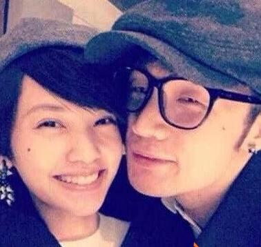 李荣浩首承认与杨丞琳恋情 否认了领证