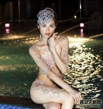 林志玲被哪些人睡过 林志玲的裸妆的照片全身