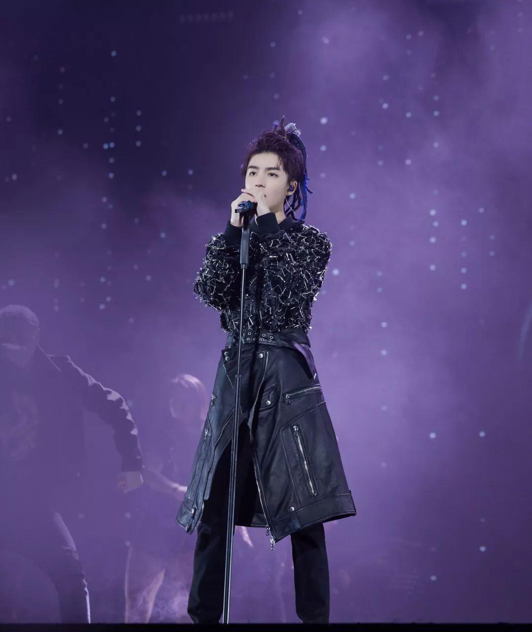 王俊凯空降18首歌曲!占据飙升榜前30,前三首厉害了!