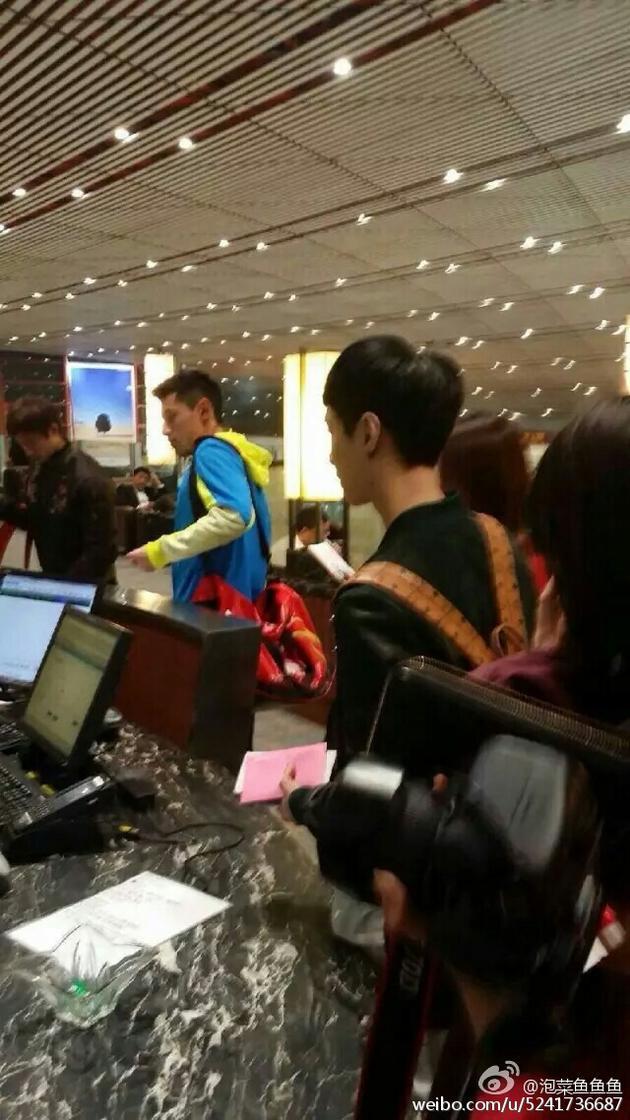 张继科张艺兴机场同框 网友:两个都是我的