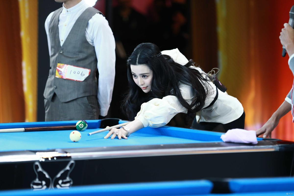《出彩》范冰冰帅气打桌球 蔡国庆遇疯狂男粉丝