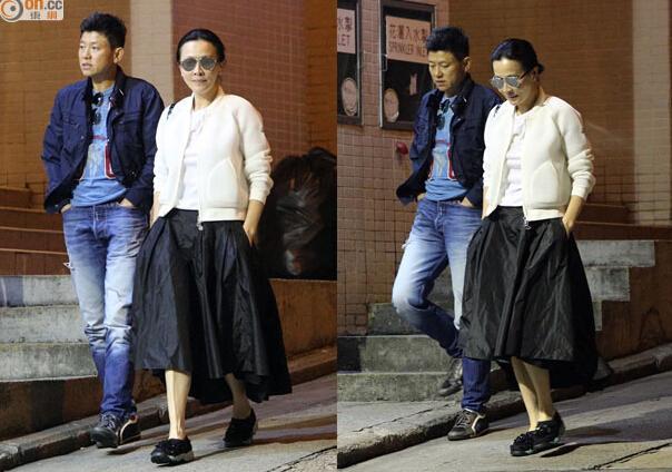 刘嘉玲打扮时尚与好友聚餐 戴黑超显巨星范儿