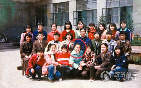 杨钰莹学生时代参加歌唱比赛照曝光 气质端庄