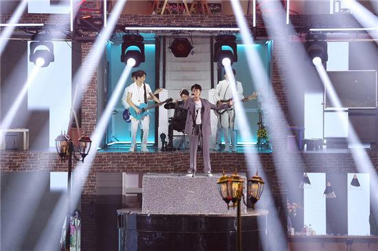 秦俊杰《跨界歌王》献唱《离开地球表面》