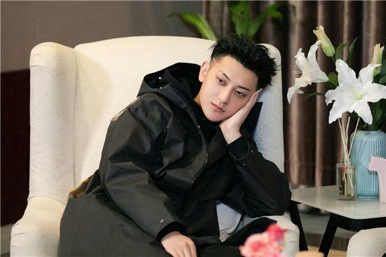 新综艺《小小的追球》正式开播,北极站黄子韬自曝有喜欢的人?