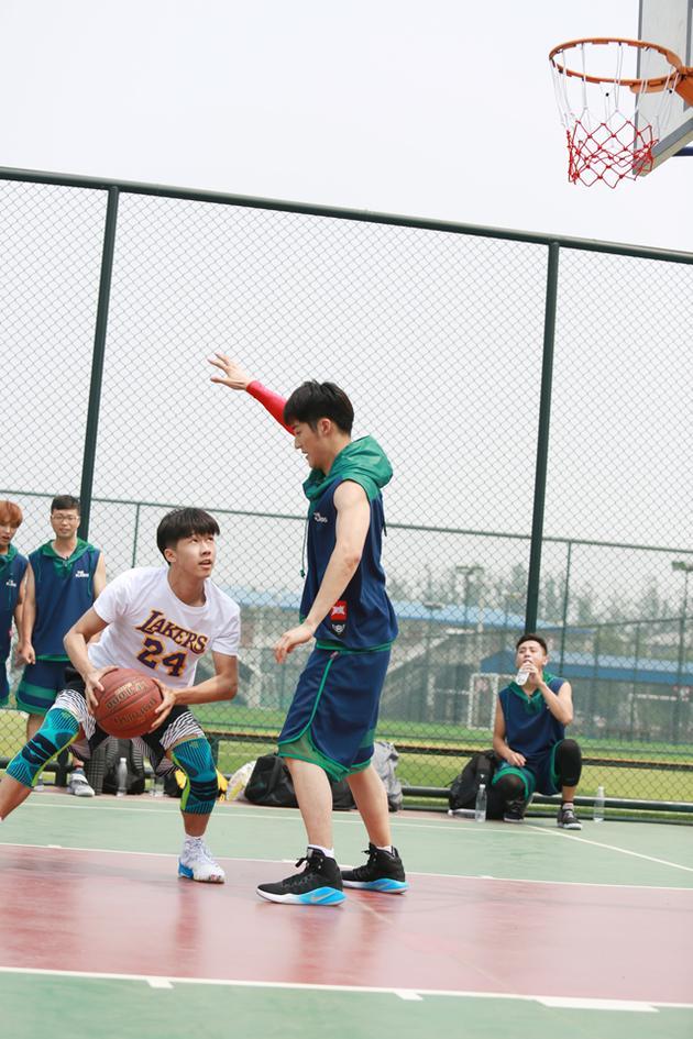 田明鑫综艺首秀 为篮球梦全力以赴