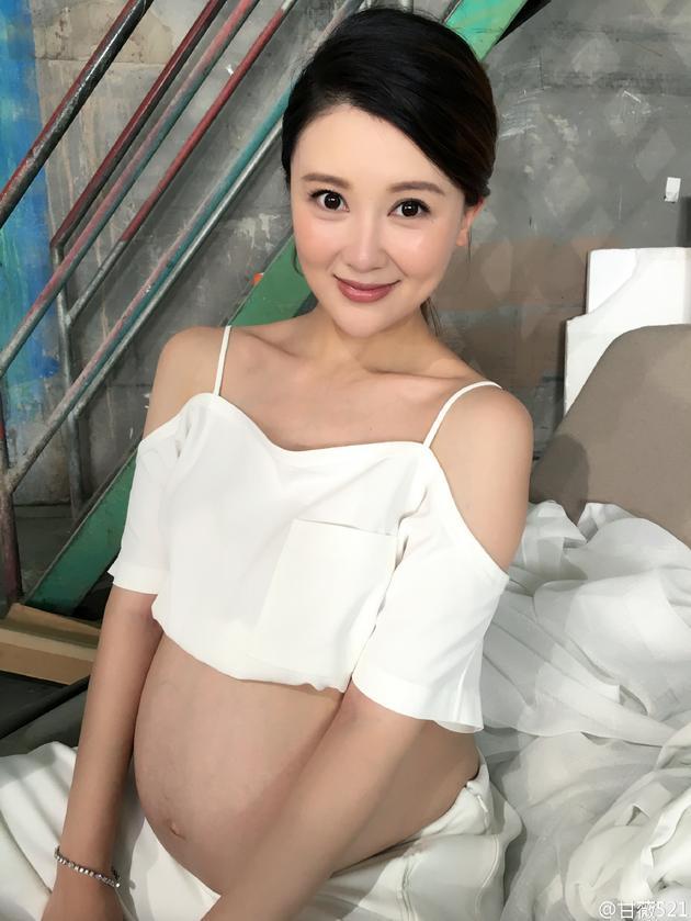 《【恒耀平台网】甘薇怀二胎临盆在即 走路瘸腿只能左躺》