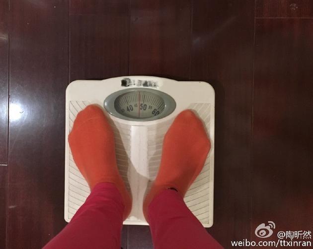 光辉娱乐官方网址陶昕然产后一周体重94斤:跟没事人似的